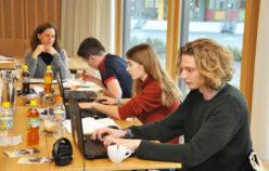 In der Schreibwerkstatt schnupperten junge Menschen in den Journalismus hinein. (c) aha
